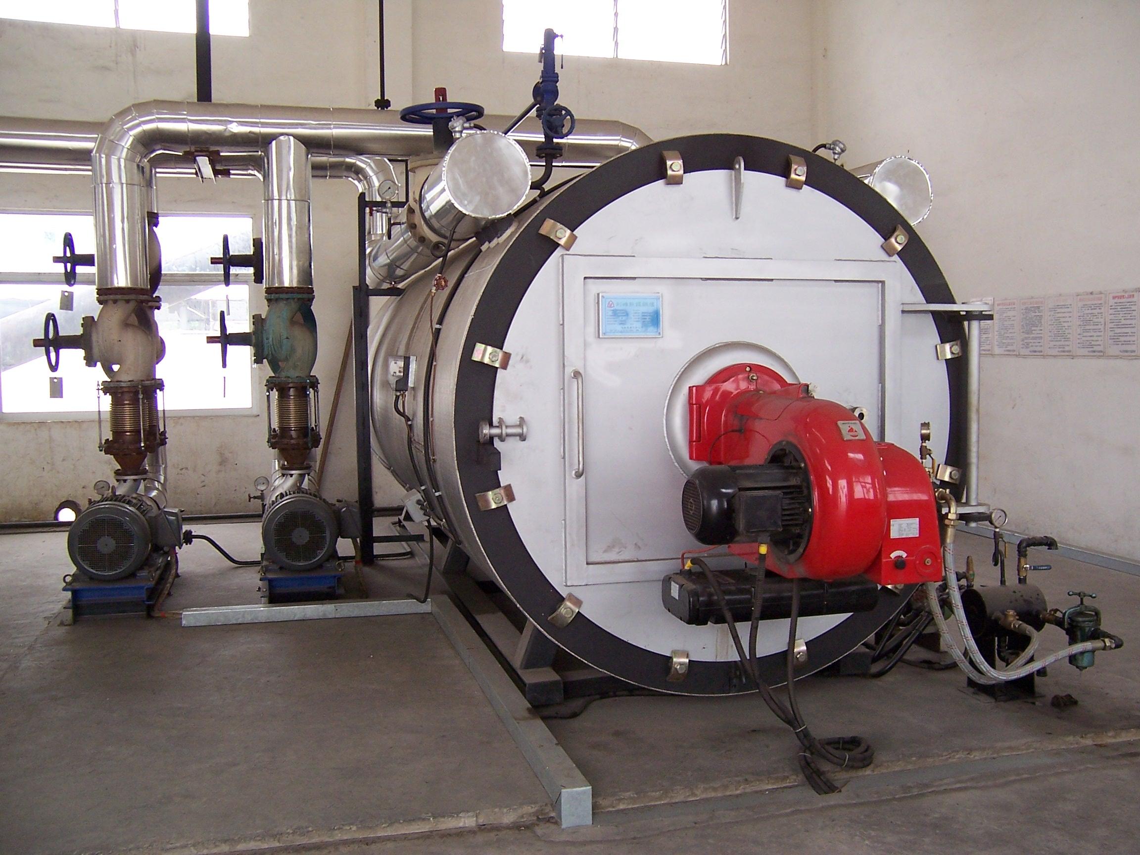 在塑料、橡胶工业中,主要用于热压、热延、挤压、捏合、密炼、硫化成型、喷射注塑机、胶浆搅拌机、传送带烘干机、螺杆挤压机及模具的加热和保温。 在脂肪和油漆工业中,主要用于高压釜、干燥机、蒸馏灌、蒸发设备、油漆烘干、烘烤、干燥及高温固化的加热。 在木材工业中,主要用于纤维板、刨花板、层压板、胶合板、饰面板的热压成型及木材烘干设备、干燥设备、涂面设备及胶合机的加热。 在建材工业中,主要用于石膏板烘干、混凝土构件凝固保护及预制生产、瓷砖压模、装饰材料烘干及油毡生产线用热。 在筑路工程中,主要用于沥青加热、溶解、沥